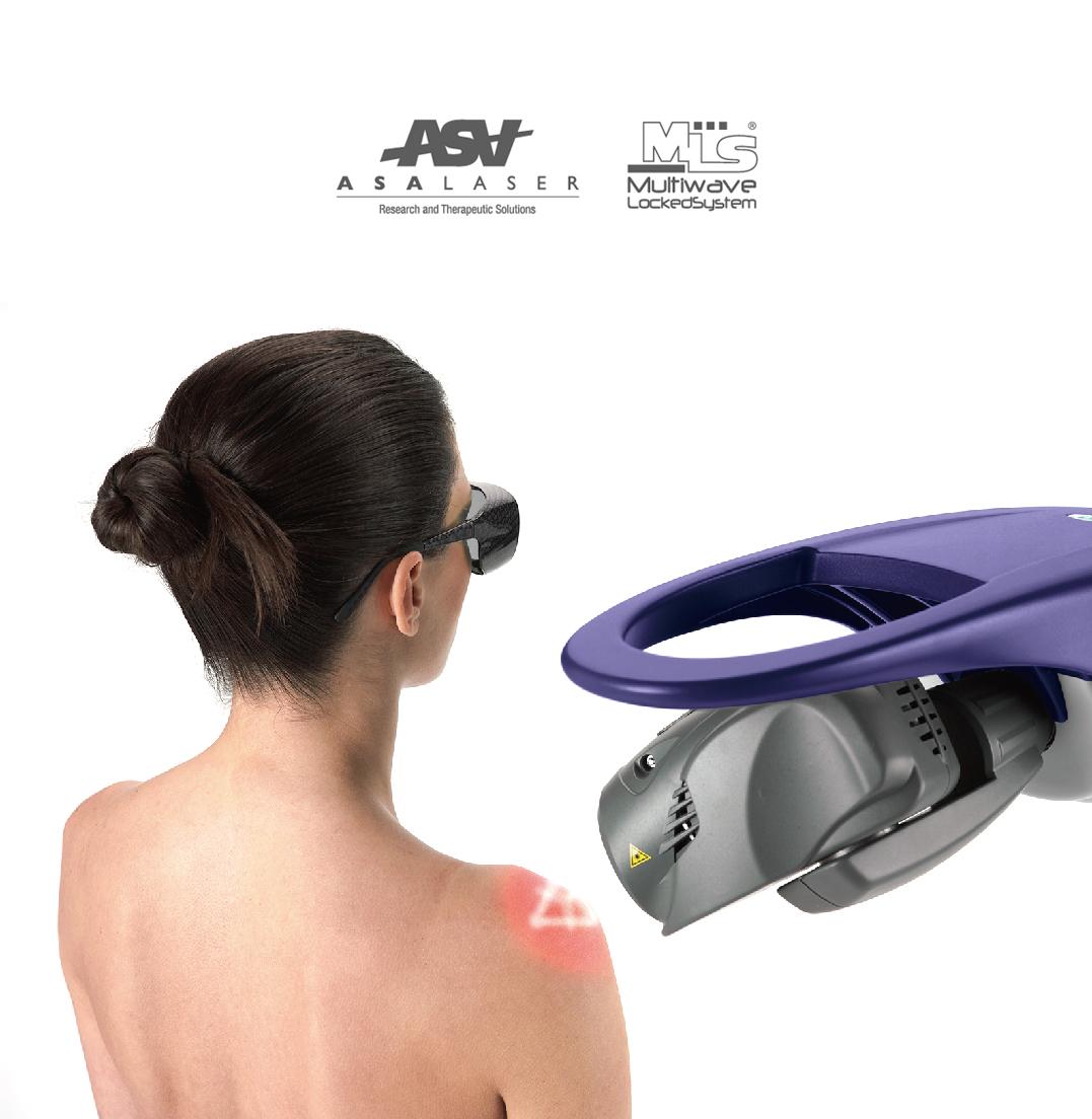女生的肩部在做高能量雷射治療